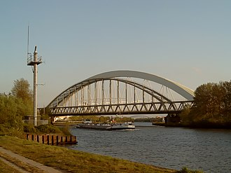 Amsterdam–Rhine Canal - Image: 2007 04 18 19.24 Utrecht, brug over Amsterdam Rijnkanaal