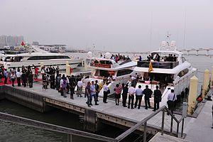 2011澳门游艇展展会现场观众如织
