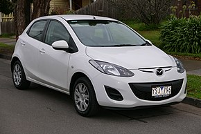 2011 Mazda2 (DE Series 2 MY12) Neo 5-door hatchback (2015-07-03) 01.jpg