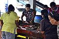 201304110751a Nam Khem Pier Fischmarkt.jpg