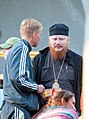 2016-07-18 20-06. Епископ Иона (Черепанов) общается с участником фестиваля.jpg