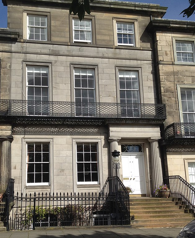 File 22 regent terrace edinburgh jpg wikimedia commons for 55 buckstone terrace edinburgh