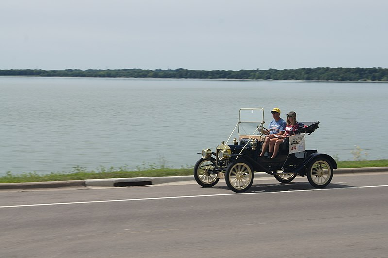 File:26th Annual New London to New Brighton Antique Car Run (7763151738).jpg