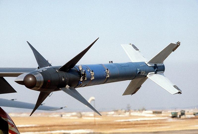 الطائرة المقاتلة المتعددة المهام F – 20 Tigershark 800px-AIM-9L_DF-ST-82-10199