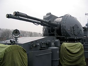 AK-130 on destroyer «Nastoychivyy» in Baltiysk, 2008 (1).jpg