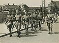 Aankomst van een detachement Nederlandse militairen uit Amsterdam aan het statio – F40351 – KNBLO.jpg