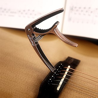 Capo - Demonstrating the peg removal feature on an Adagio guitar capo