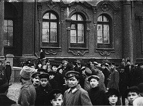 Après la prise du Palais d'Hiver le 26 octobre 1917.jpg