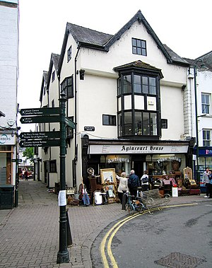 Agincourt House, Monmouth - Agincourt House in 2009; the antiques business has since closed