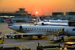 Airport Sunset, O'Hare, Chicago (marcegottlieb wikimedia)