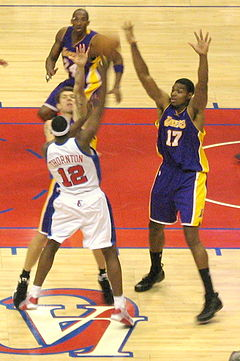 Al Thornton guarded by Andrew Bynum cropped.jpg