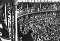 Alfonso XIII en los toros 1912.jpg
