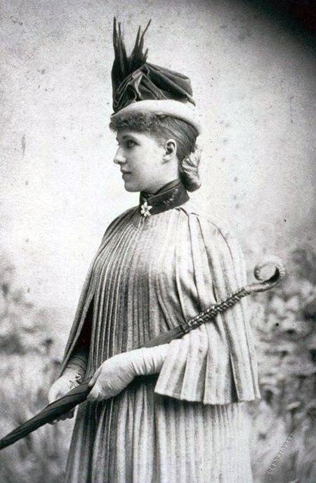 Amélie Rives 001