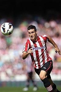 Aduriz jugando para el Athletic Club en la temporada 2012-13. 877e8b4293ece