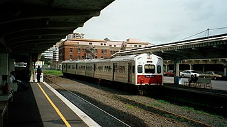 ADL/ADC class diesel multiple unit - Unrefurbished ADL 804 at Auckland Railway Station, prior to 2003.