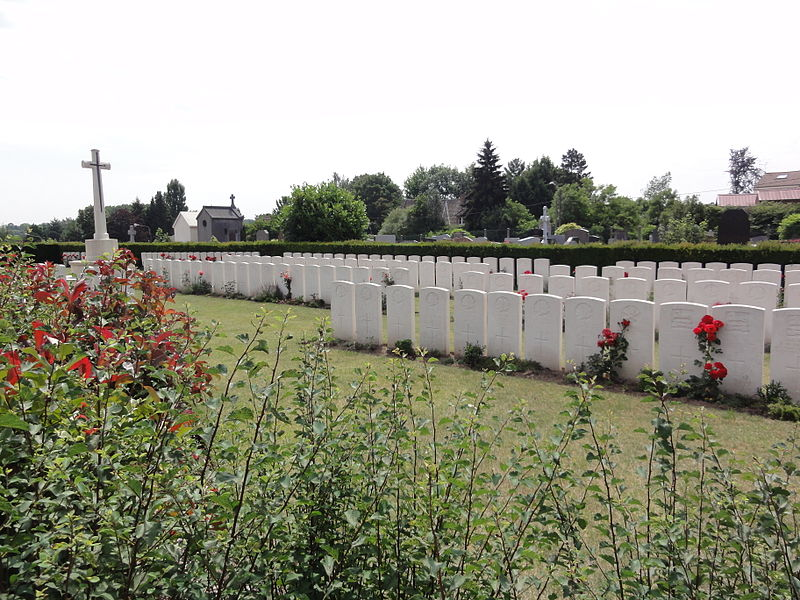 Aulnoy-lez-Valenciennes (Nord, Fr)Commonwealth War Graves Commission Cemetery.