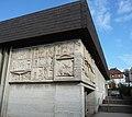 Aus Beton gegossene Reliefs des Bildhauers Emil Wachter - panoramio.jpg