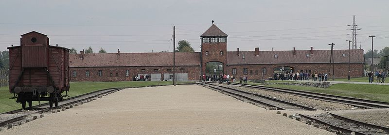 File:Auschwitz II-Birkenau main entrance and train wagon.JPG