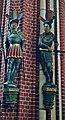 Bad Doberan, Münster, zwei Figuren.JPG