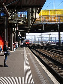 Bahnhof Zürich Hardbrücke (4041926765).jpg