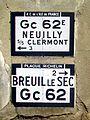 Bailleval (60), hameau de Sénécourt, vieilles plaques Touring Club et Michelin.jpg
