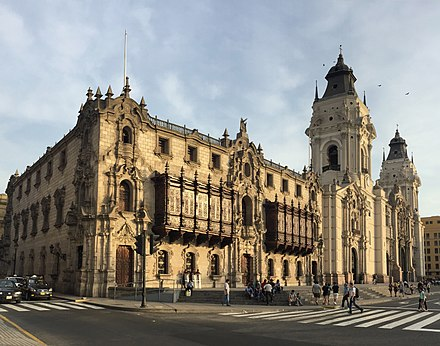 Main facade of the Cathedral of Lima and the Archbishop's palace. Basilica Catedral Metropolitana de Lima.jpg