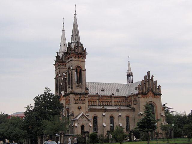 http://upload.wikimedia.org/wikipedia/commons/thumb/b/b4/Batumi_church.jpg/640px-Batumi_church.jpg