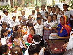 Baul viajero llevando los libros a la comunidad.JPG