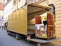Bayreuth - Ausladen eines LKWs der Deutschen Post.jpg