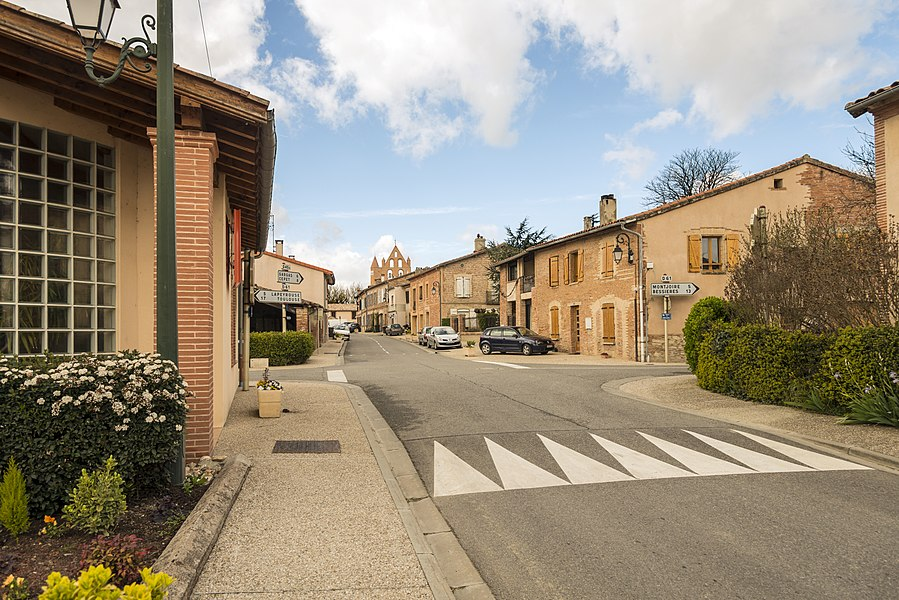 English:  The village center of Bazus,  Haute-Garonne, France.