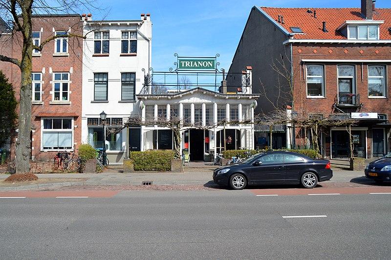 File:Berg en Dalseweg 33 Nijmegen bouwjaar 1910 door P.G. Buskens in een stijl die Art Nouveau-invloeden vertoont in opdracht van de Amersfoortse Phoenixbrouwerij.jpg