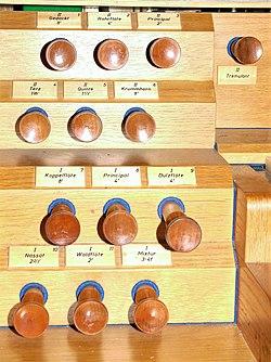 Berlin-Mahlsdorf, Alte Pfarrkirche, Orgel-Register.jpg