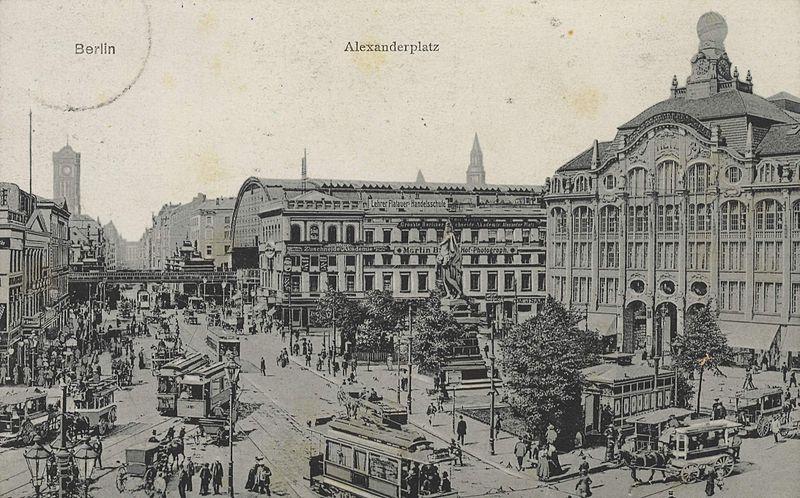 Alexanderplatz en 1900 : L'une des places les plus animées de Berlin.