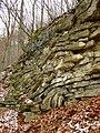 Beroun, Hostim, vrásnění skalních vrstev.JPG