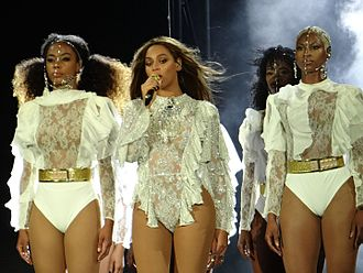 The Formation World Tour - Beyoncé performing with her dancers