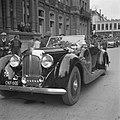 Bezoek van veldmaarschalk Montgomery aan Amsterdam. Aankomst per auto bij het A…, Bestanddeelnr 900-6878.jpg