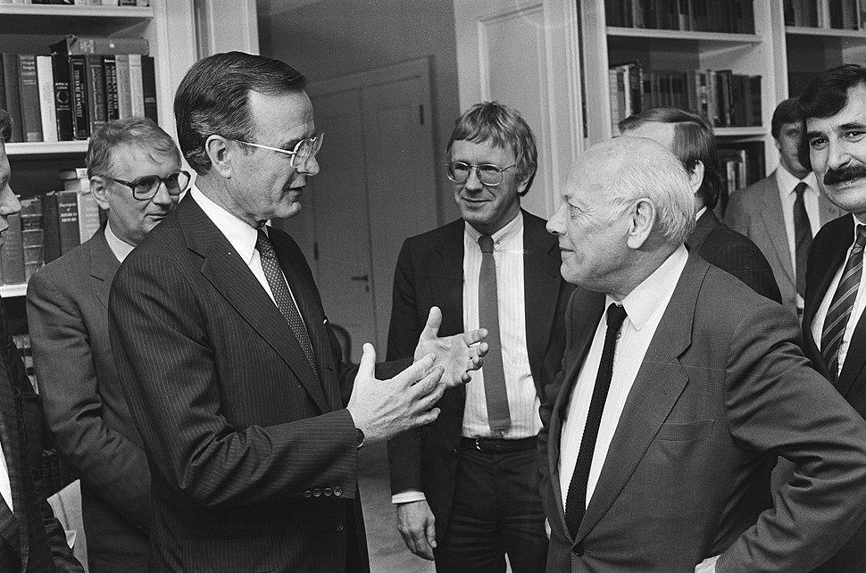 Bezoek vice-president George Bush van de VS gesprek met de oppositie Bush in ge, Bestanddeelnr 933-3644