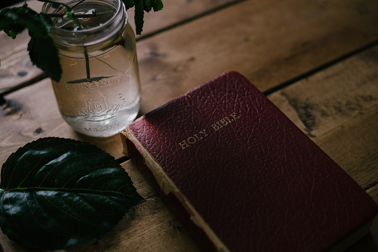 File:Bible on Table (Unsplash).jpg - Wikimedia Commons