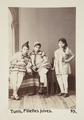 """Bild från familjen von Hallwyls resa genom Algeriet och Tunisien, 1889-1890.""""Tunis. Judiska flickor - Hallwylska museet - 92002.tif"""