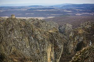 Birtvisi - The Birtvisi canyon with the Sheupovari tower on top of a rock.