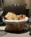 Bistrot du Bord de l'Eau (Levernois) - panière de pain.jpg