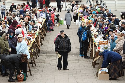 Blessing Easter Baskets in Kaliningrad 2017-04-15 08.jpg