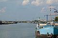 Blick vom Hafen Maasbracht auf die Brücke des Rijksweges.jpg