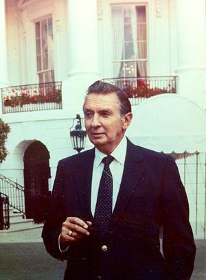 Bob Thompson standing outside the White House.JPG