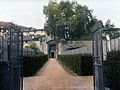 Boboli Firenze – Box hedge, border wall, grotto at end. (5167656413).jpg