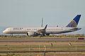 Boeing 757-222(w) 'N555UA' (13128836133).jpg