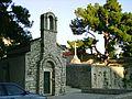 Bol, kostelik sv. Ivana, predromansky z 7. stoleti.jpg