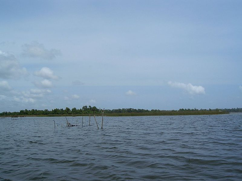 File:Bolgoda lake.JPG