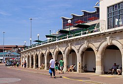 Strandpromenaden i Bournemouth og Waterfront Building