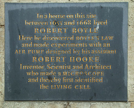 Plaque at the site of Boyle and Hooke's experiments in Oxford Boyle-hooke.jpg